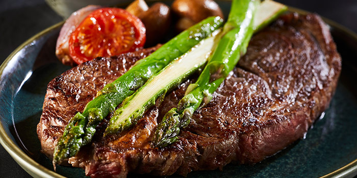 Pan Fried Sirloin Tip Steak On Plate With Asparagus, Tomato, And Mushrooms